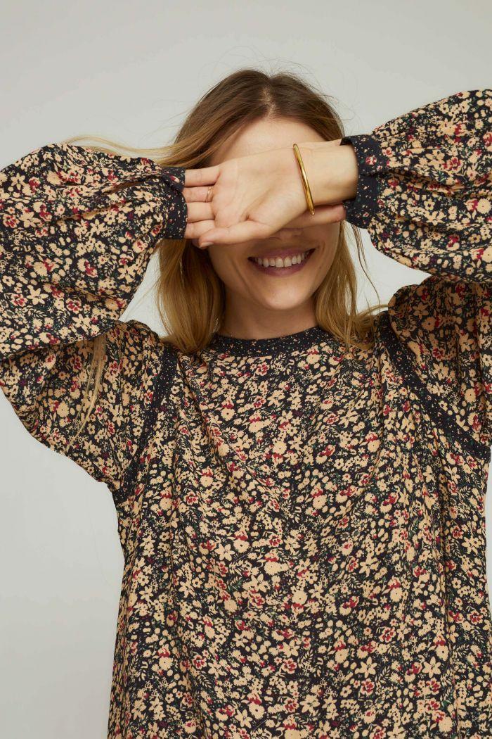 ESMA blouse